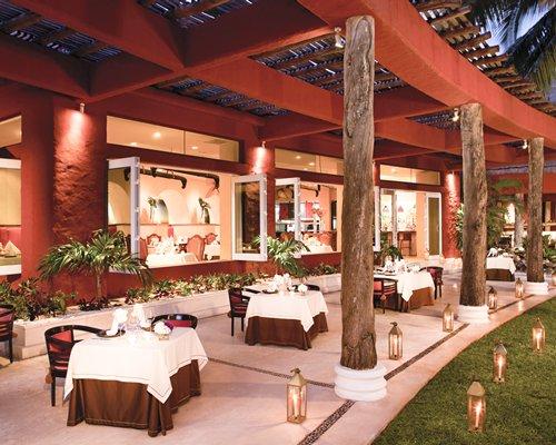 A restaurant at Zoetry Paraiso De La Bonita.