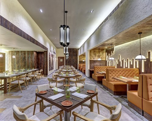 A well furnished indoor restaurant.
