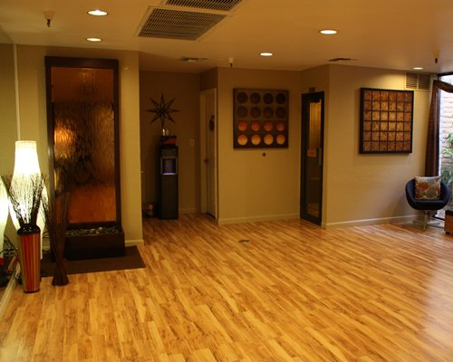 A well furnished indoor area.