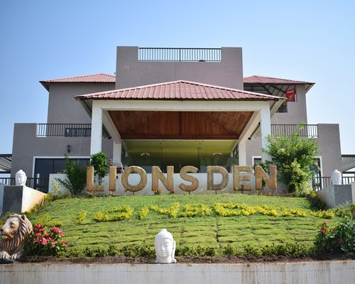 Lions Den Resort