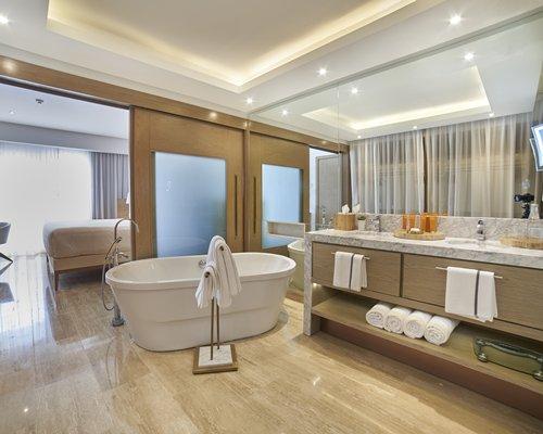 A well furnished bath room.