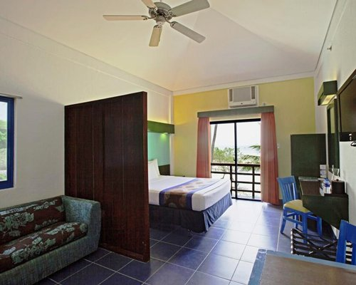 Microtel by Wyndham Puerto Princesa - 4 Nights