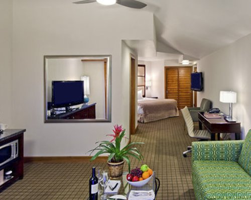 Humphrey's Half Moon Inn & Suites
