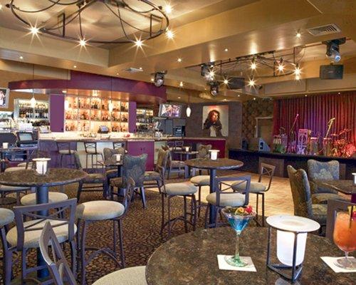 Humphrey's Half Moon Inn & Suites