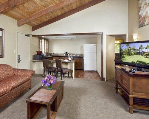 Humphrey's Half Moon Inn & Suites - 3 Nights