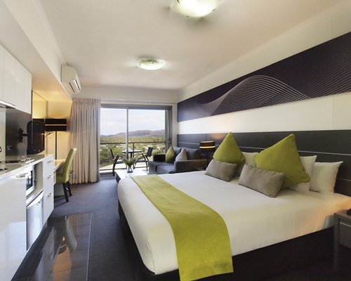 Oaks Metropole Hotel - 4 Nights