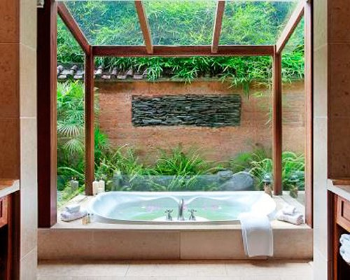 Crosswaters Ecolodge & Spa - 4 Nights