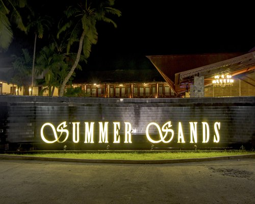 Summer Sands Beach Resort - 4 Nights
