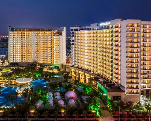 Wyndham Sanya Bay - 4 Nights
