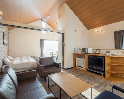Sundance Resort Yamanakako - 4 Nights