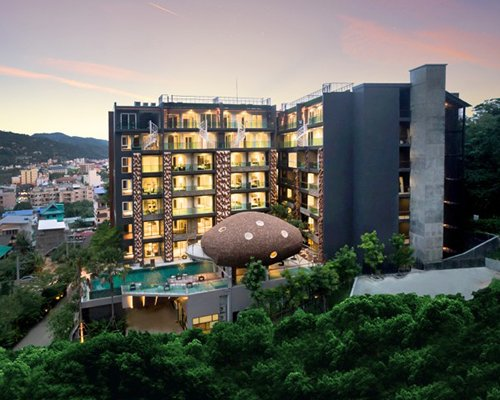Emerald Terrace Condominium Resort - 4 Nights